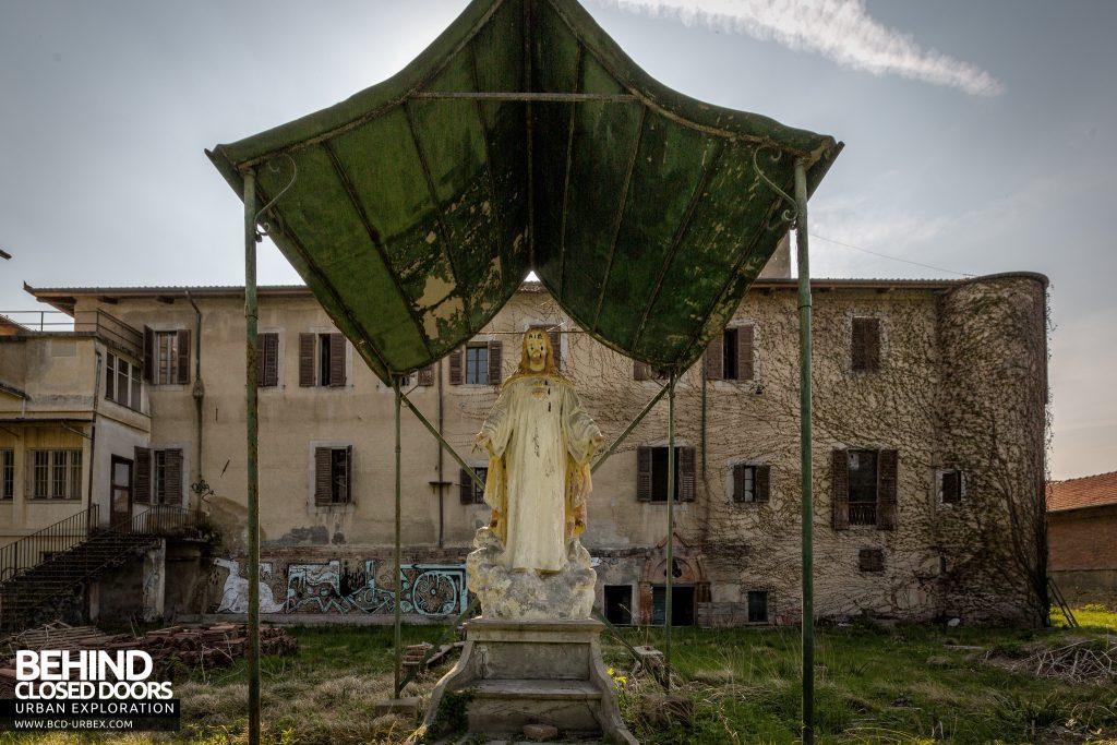 Monastero MG, Italy - Jesus statue