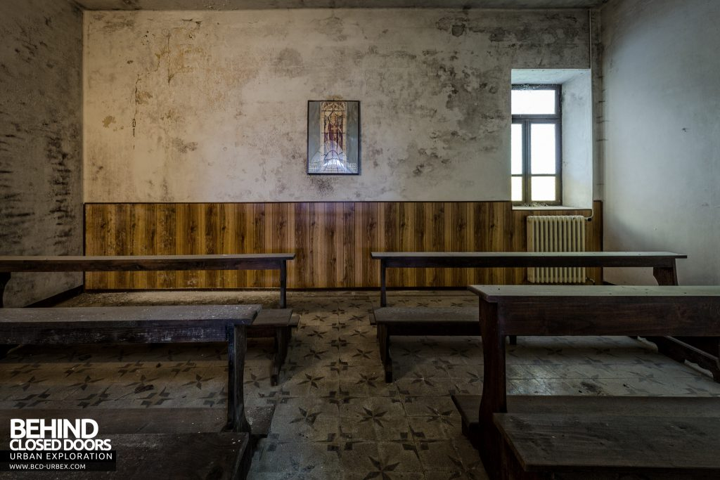 Monastero MG, Italy - A small side chapel