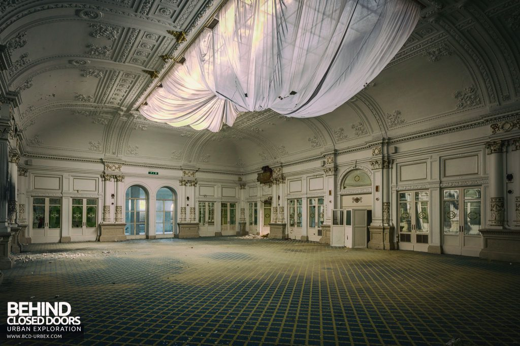 Paragon Hotel, Italy - Drapes in the amazing ballroom