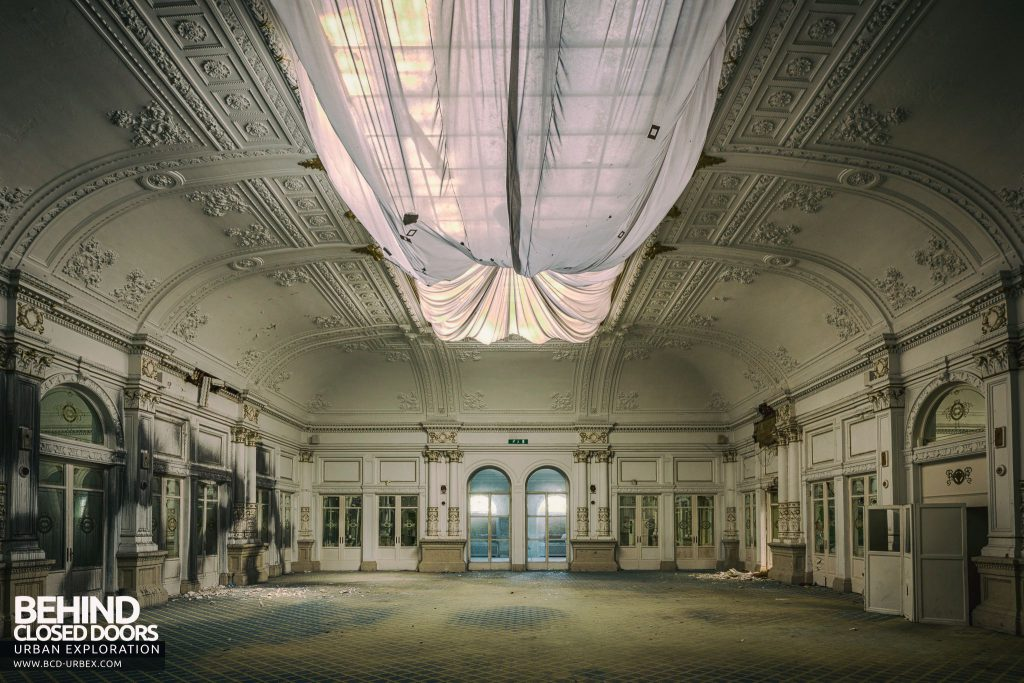 Paragon Hotel, Italy - Stunning white ballroom