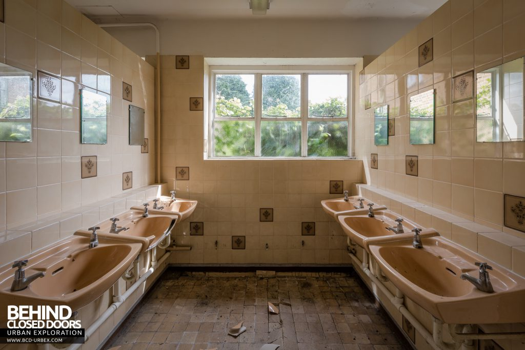 RAF West Raynham - Sinks in shared bathroom