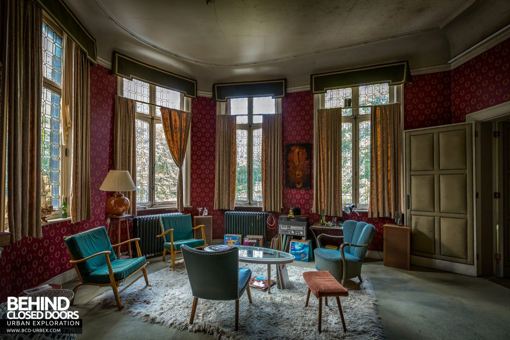 Town Mansion, Belgium - A social area in a bedroom