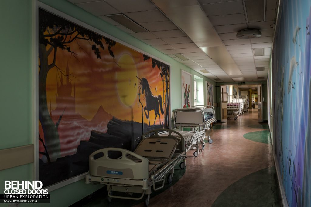 Alder Hey Children's Hospital - Beds in painted corridors