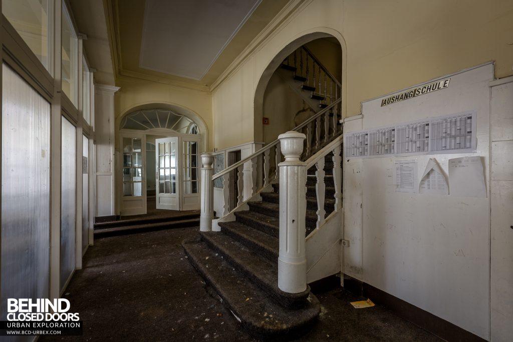 Haus Der Anatomie - Staircase in hallway