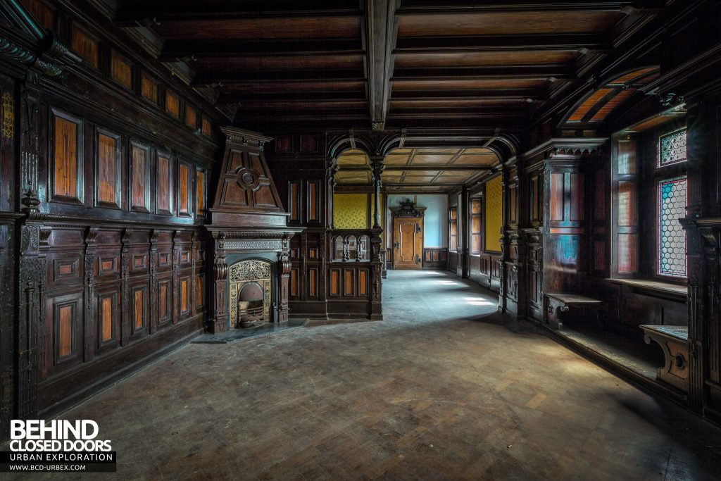 Schloss V, Germany - Another room carved out of wood