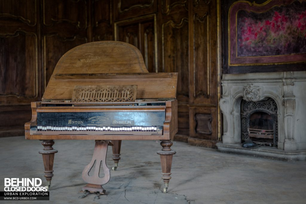 Schloss V, Germany - The piano, after which some people named the castle