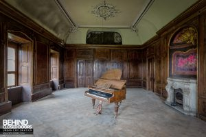 Schloss V, Germany - Piano room