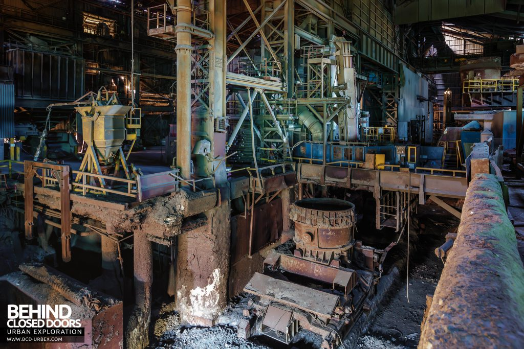 Thamesteel Sheerness - Ladle on crawler transporter in the casting pit