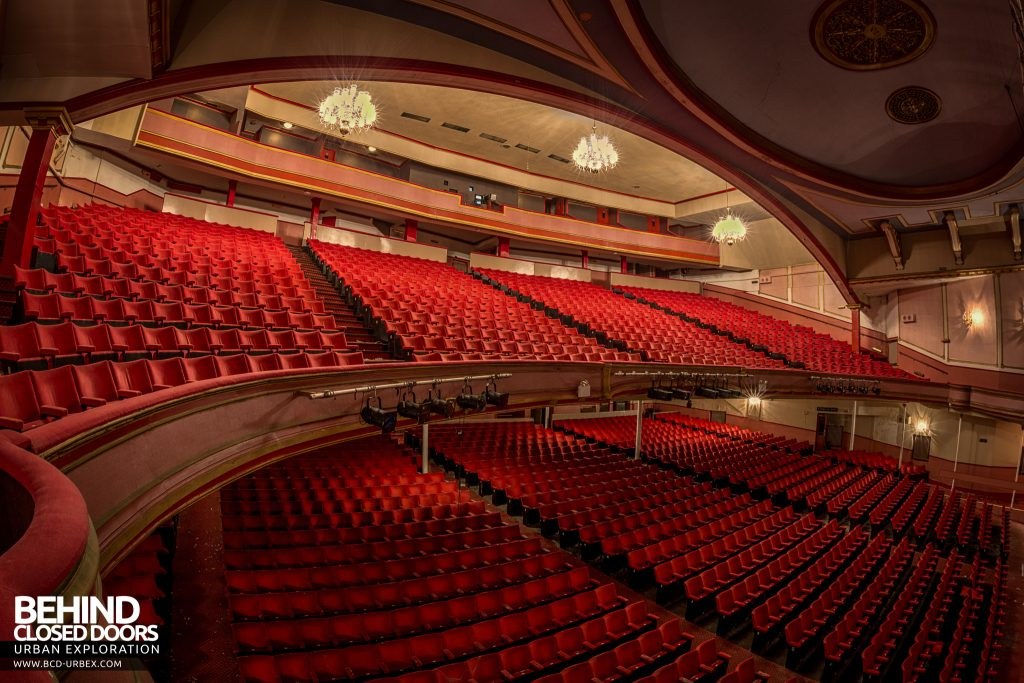 Futurist Theatre - Levels of seats and ornate ceiling