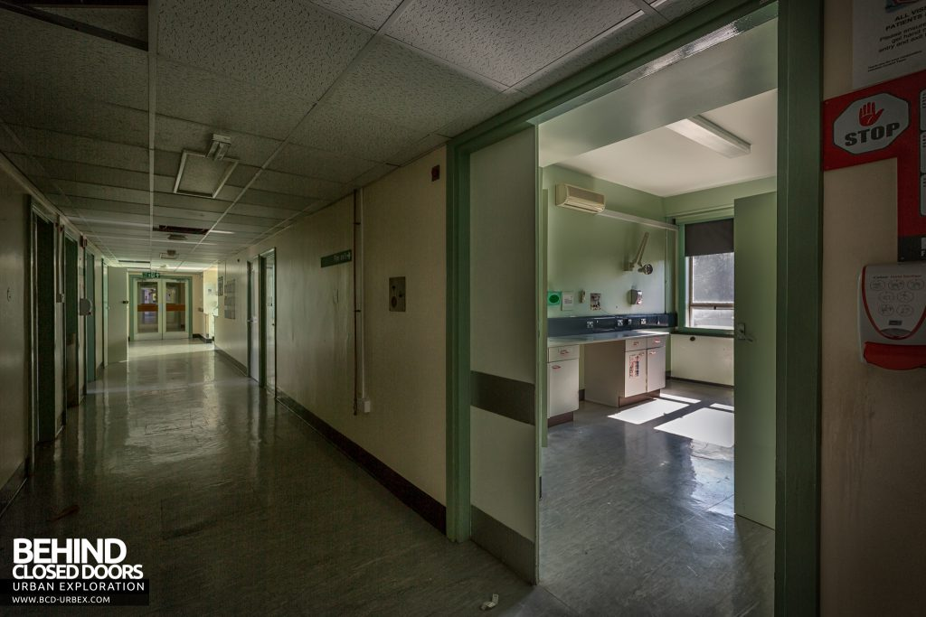 Queen Elizabeth II Hospital - Treatment room