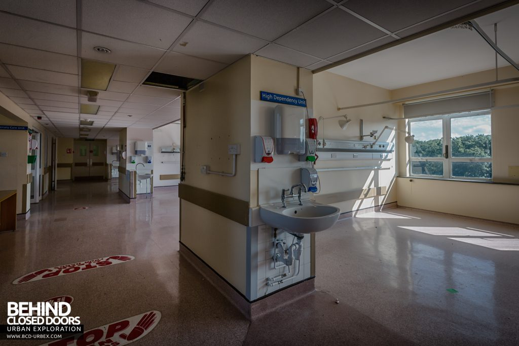 Queen Elizabeth II Hospital - Sanitising station on a ward