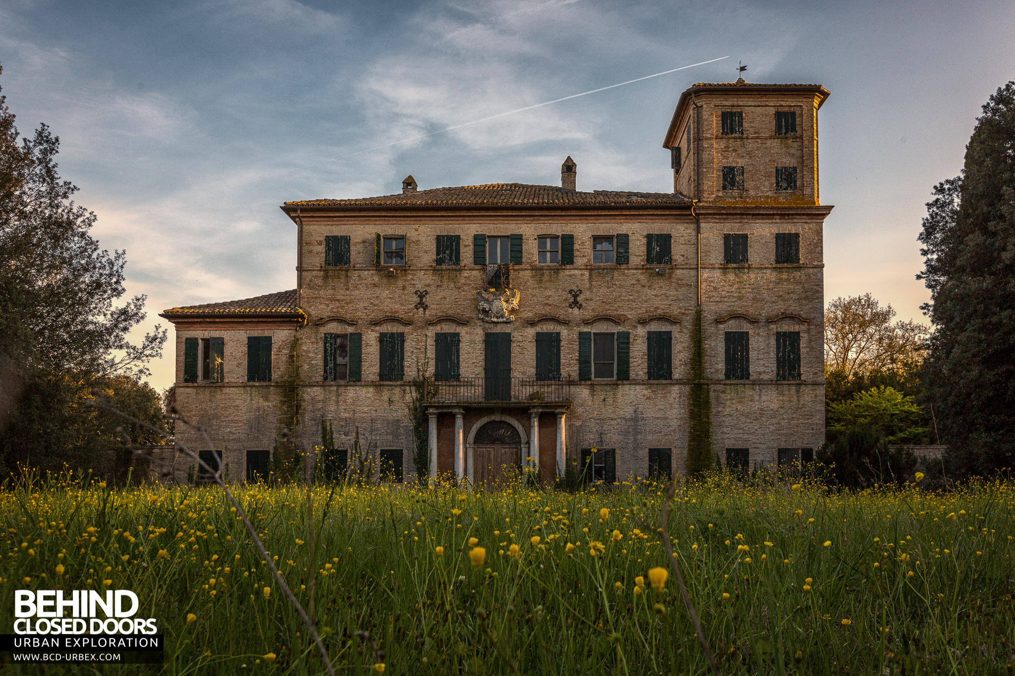 Villa cripta house with a crypt italy urbex behind for Italian house