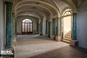 Villa Cripta, Italy - Hallway with steps