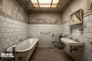 Villa Cripta, Italy - White tiled bathroom