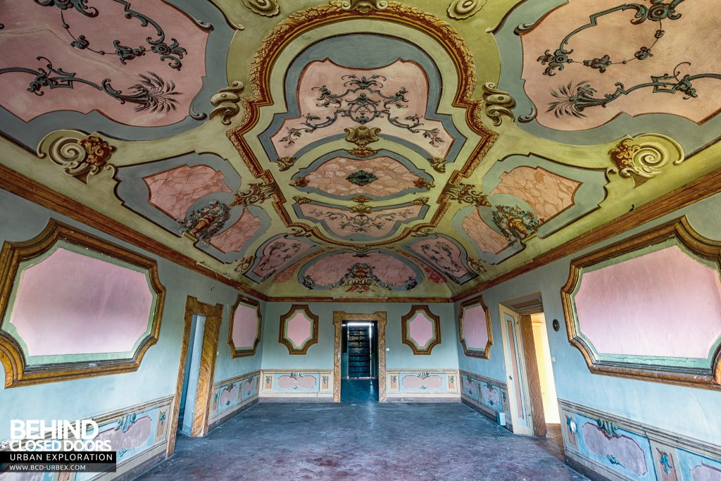 Villa Cripta, Italy - Grand room with amazing ornately painted ceiling