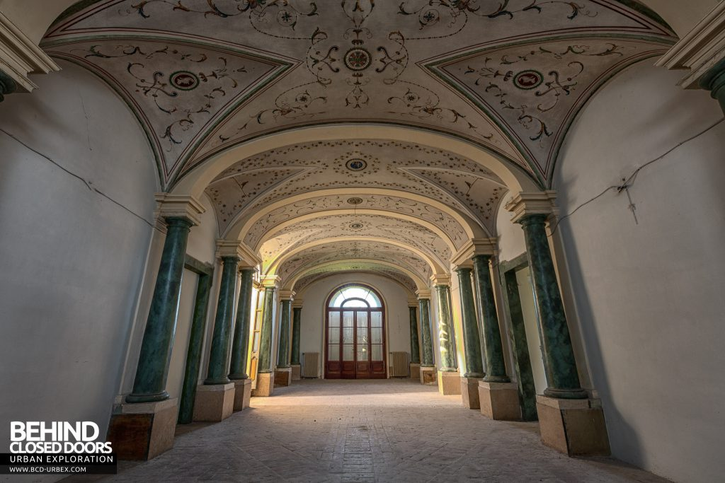 Villa Cripta, Italy - Amazing hall with columns and ornate ceiling