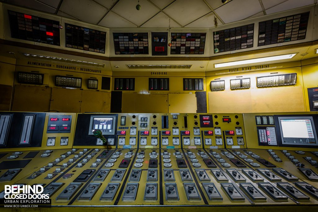 Centrale de Schneider - The control room still had plenty of flashing lights