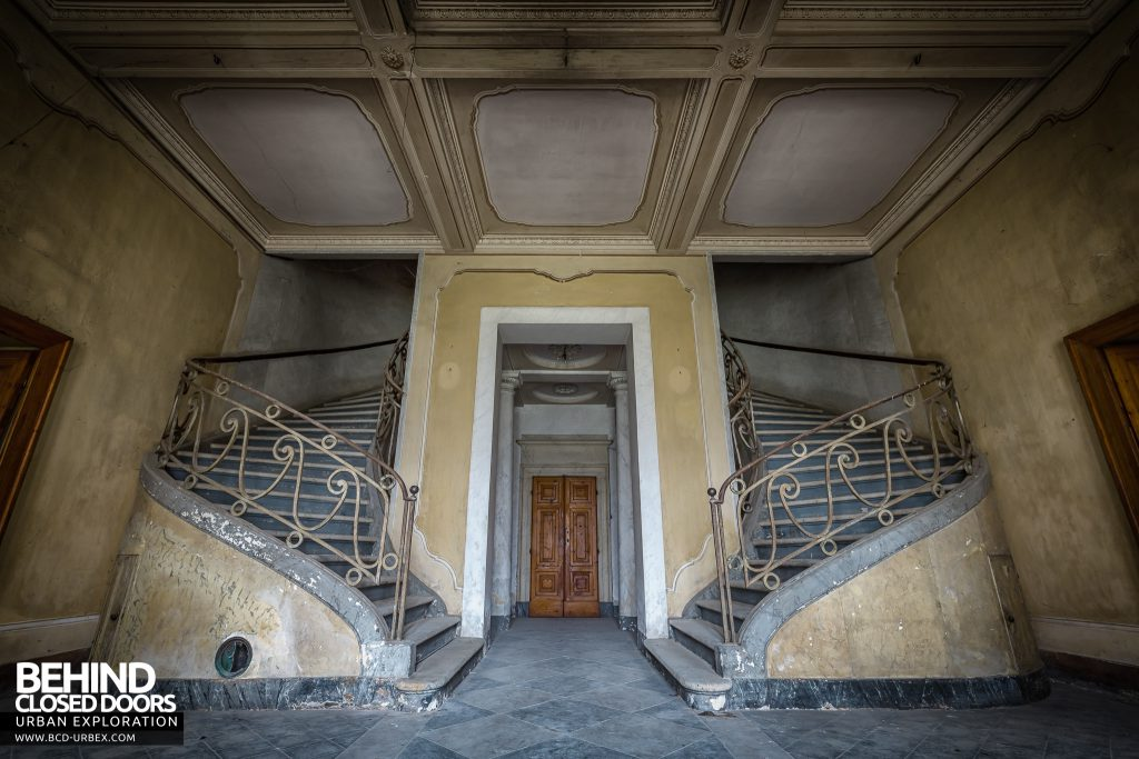 Palace Casino, Italy - The huge, sweeping double staircase