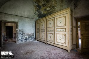 Palace Casino, Italy - Large cabinet