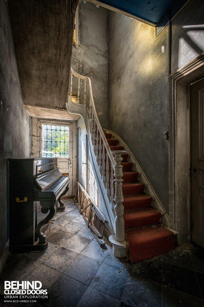 Manoir DP, Belgium - Piano and staircase