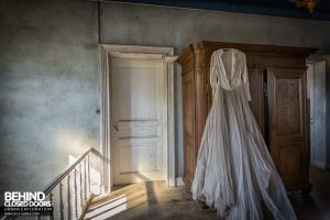 Manoir DP, Belgium - Dress on landing