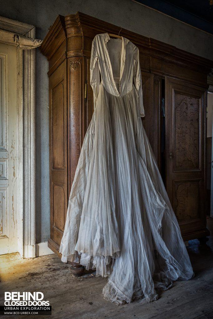 Manoir DP, Belgium - White dress