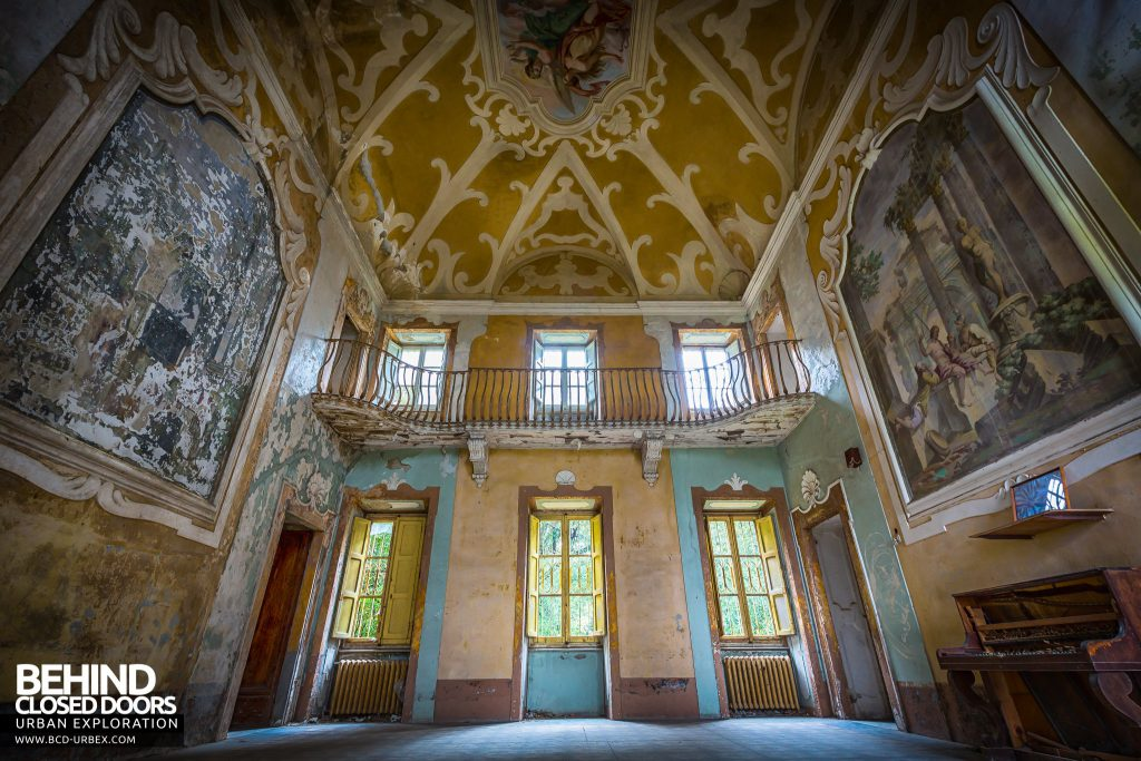 Villa Sbertolli, Italy - The grand room viewed from the side