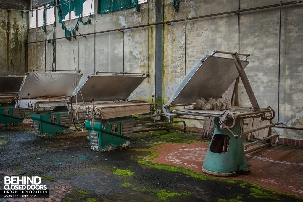 Knitting Factory, Italy - Clothes presses