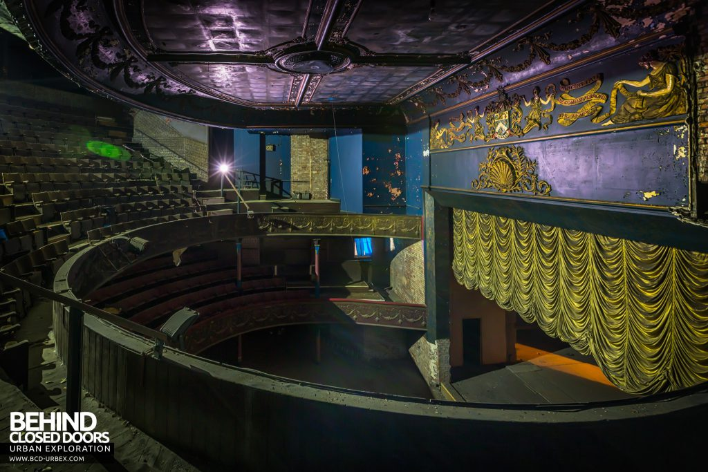 Theatre Royal, Hyde - Proscenium and balconies