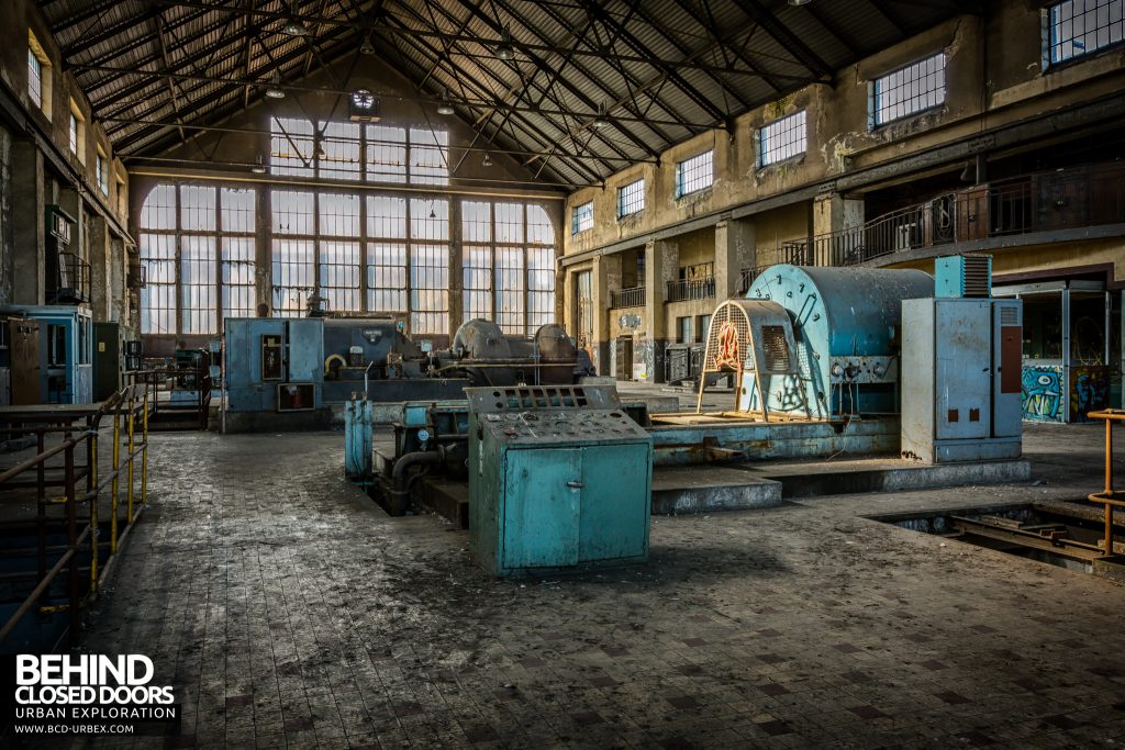Alienworks - Old decaying machinery and equipment