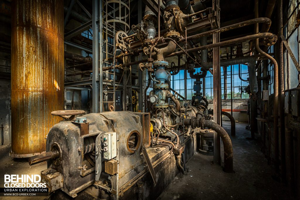 Alienworks - The boiler house was full of pipes and machines