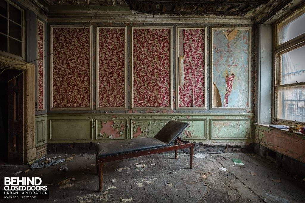 Coal Exchange, Cardiff - Bed in decaying room
