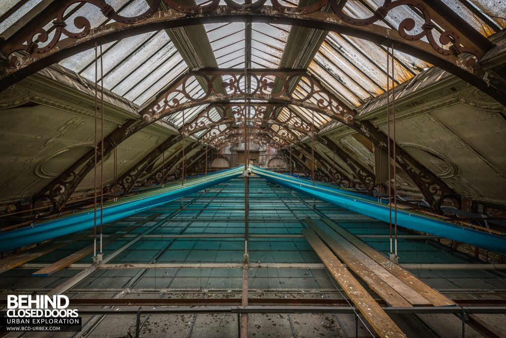 Coal Exchange, Cardiff - The original roof is now above a suspended ceiling
