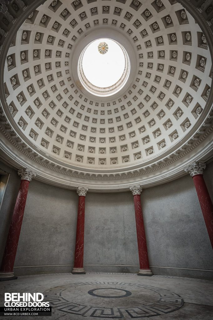 Tottenham House - Dome and columns
