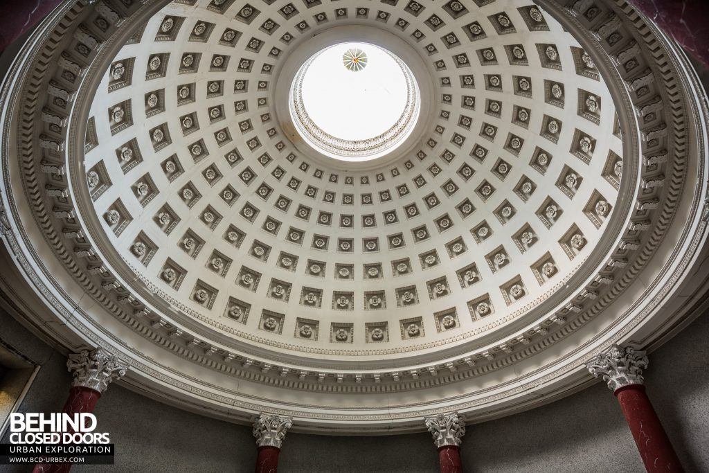 Tottenham House, Severnake - Looking up at the dome in the round room