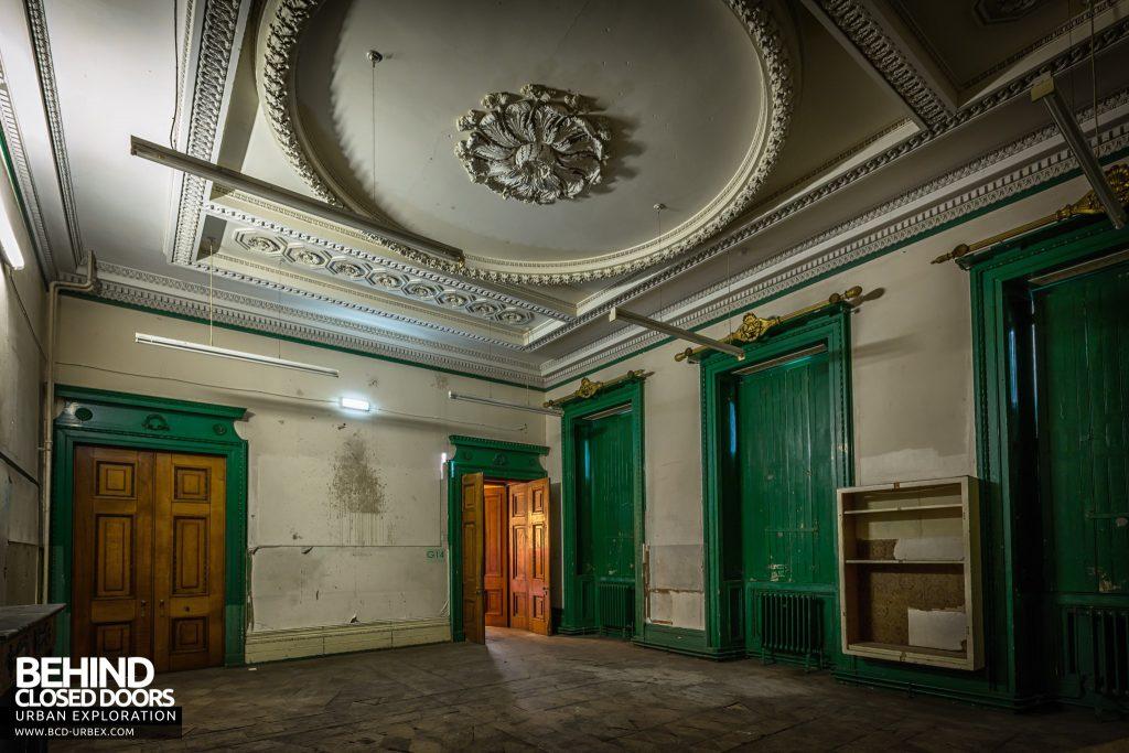 Tottenham House, Severnake - Dark room with tall green doors