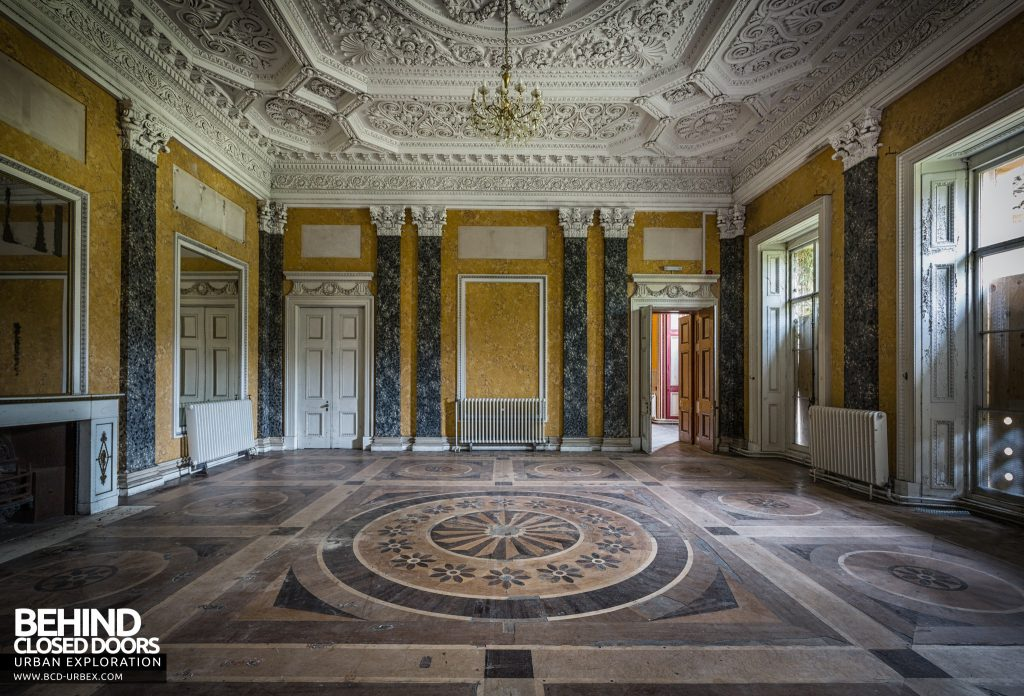 Tottenham House, Severnake - Grand room with marble walls and amazing parquet floor