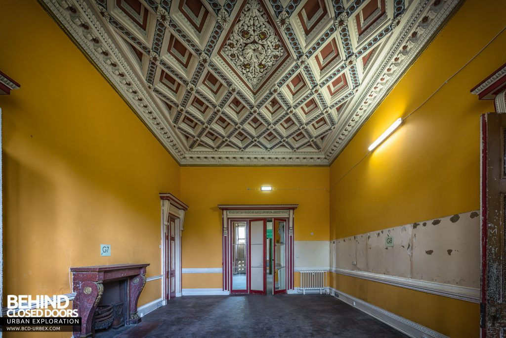 Tottenham House, Severnake - Another room with stunning ceiling