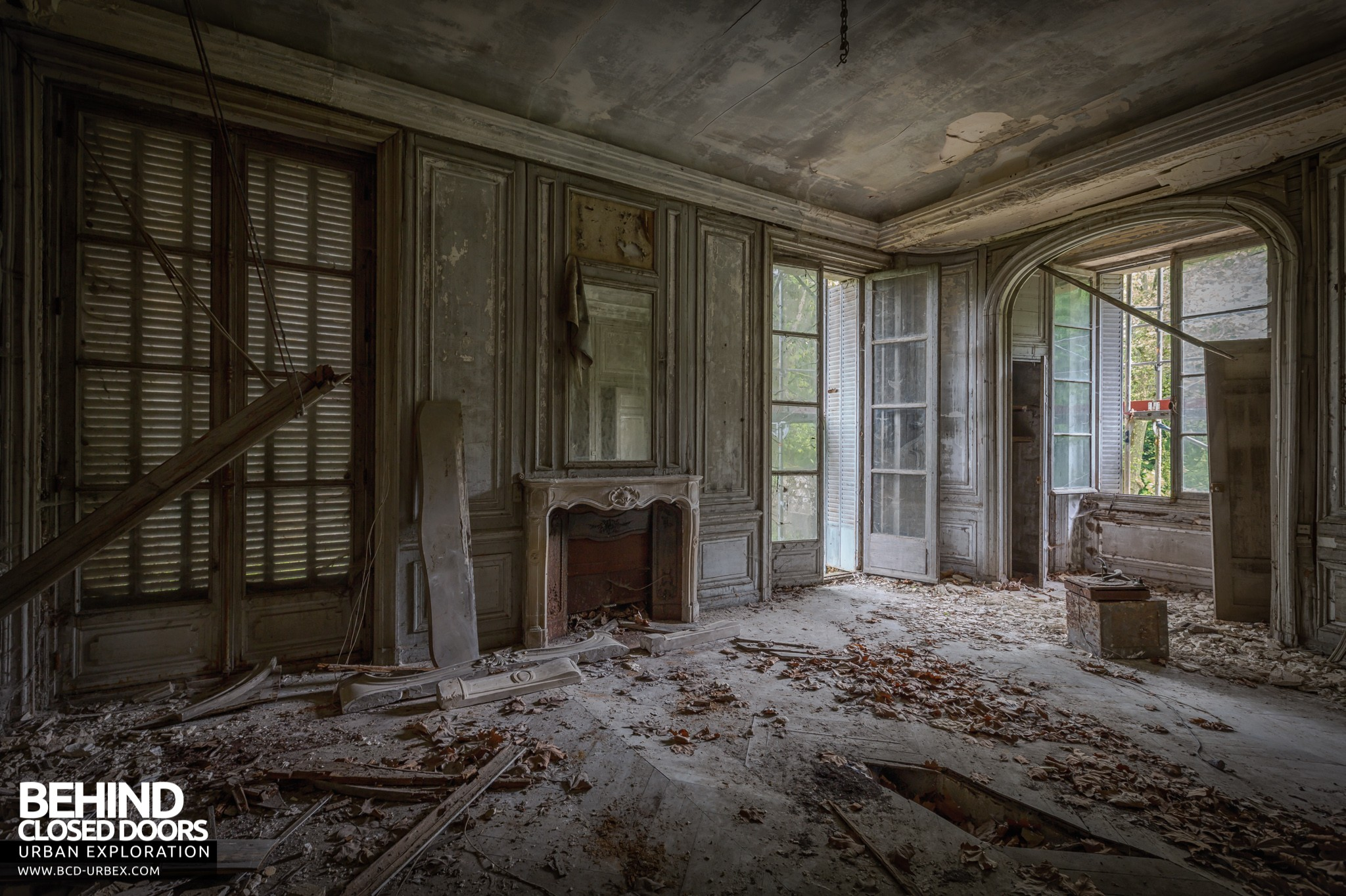 Ch 226 Teau Bambi Abandoned Mansion France 187 Urbex Behind