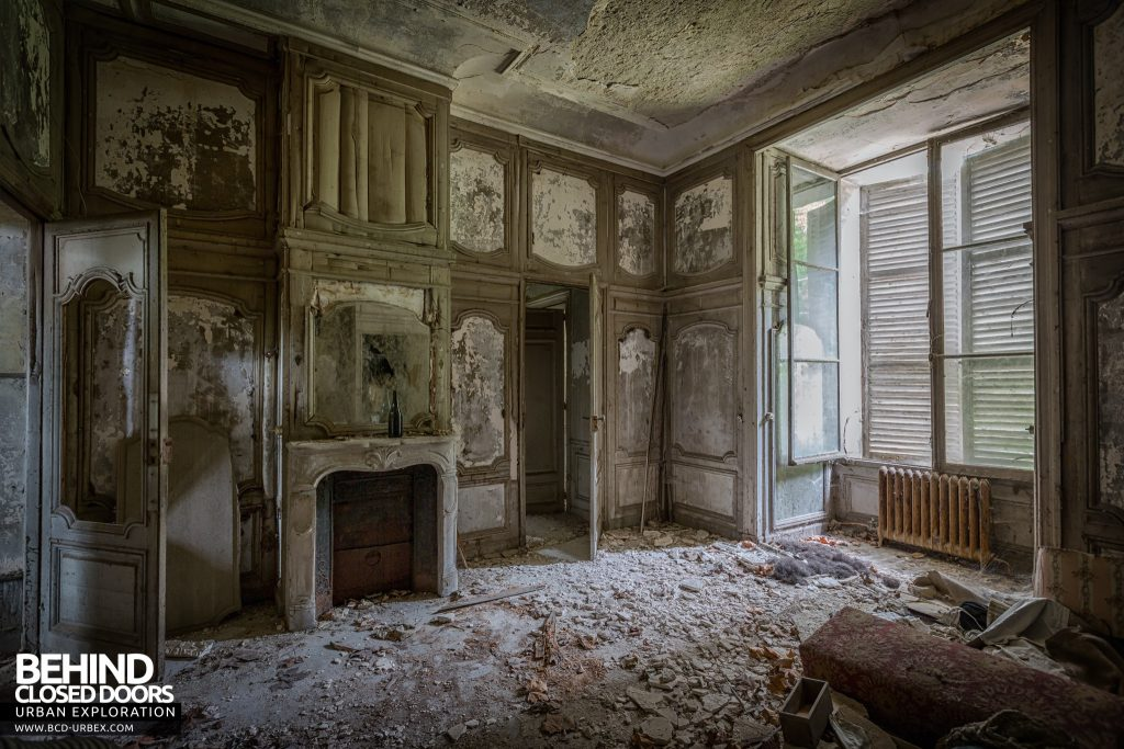 Château Bambi, France - Another grand room in decay