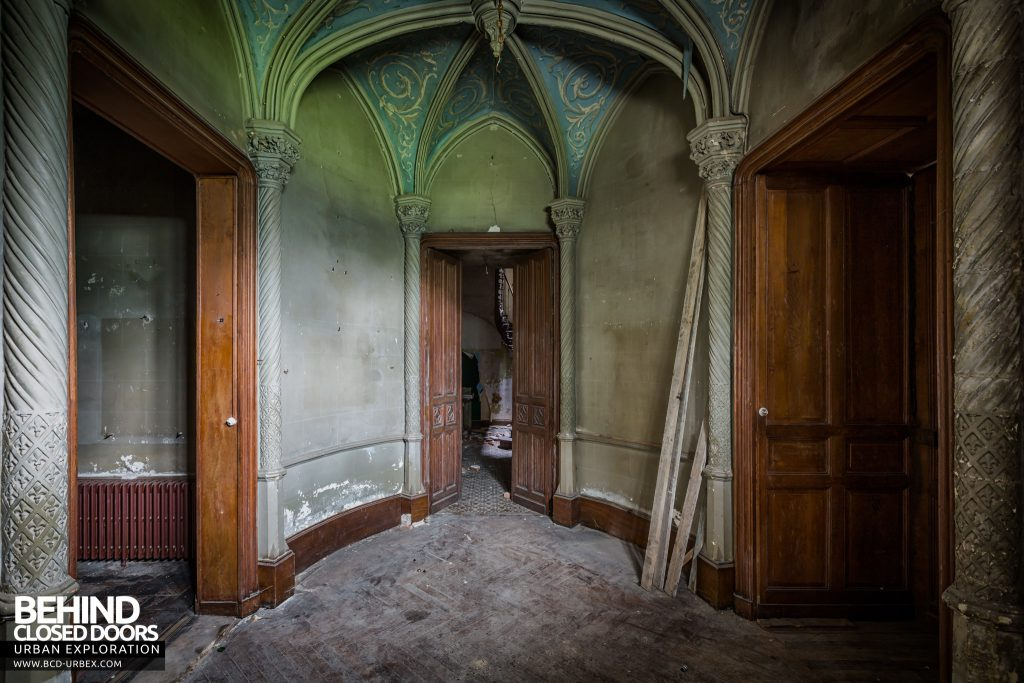 Château des Chimères, France - Doors and arched ceiling in hallway