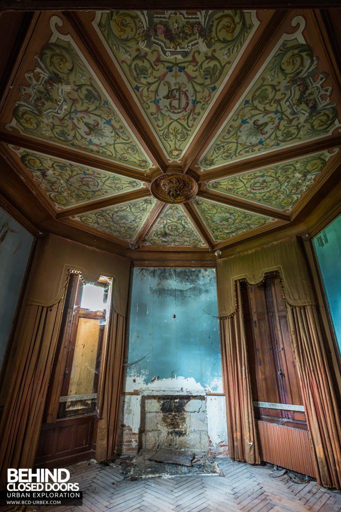 Château des Chimères - Amazing ceiling