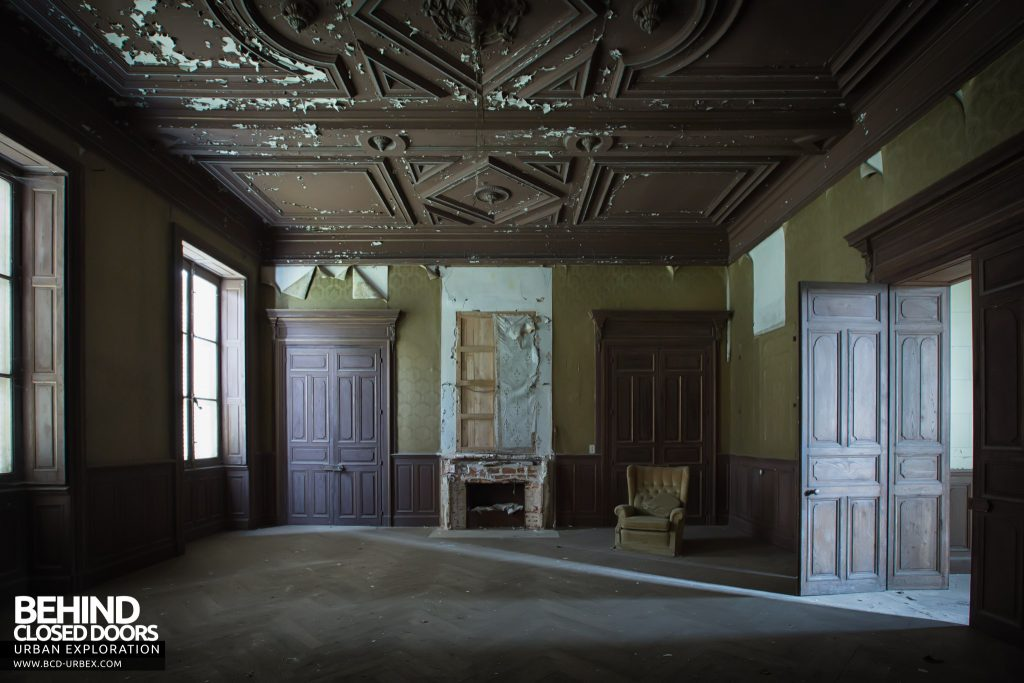 Château Poseidon, France - Room with carved-wood ceiling