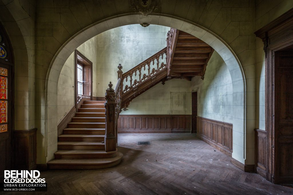 Château Poseidon, France - Staircase in archway