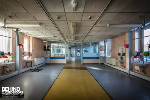 Alder Hey - Open space in ward