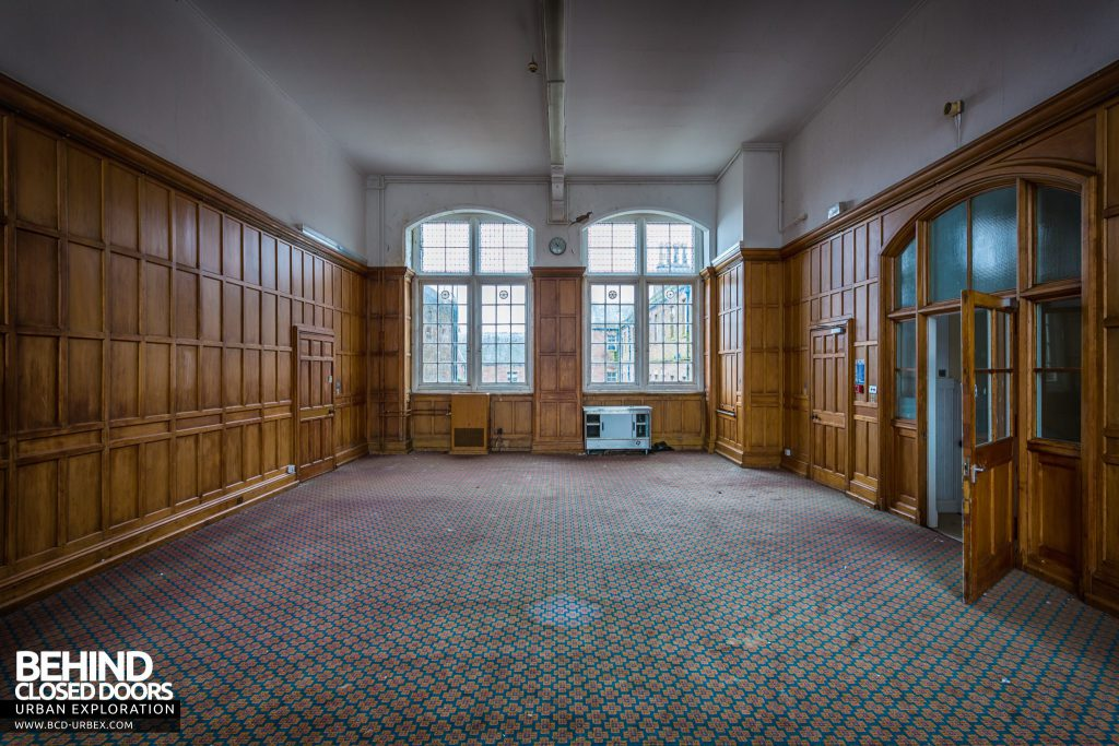 Sunnyside Asylum, Montrose - Room by the hall