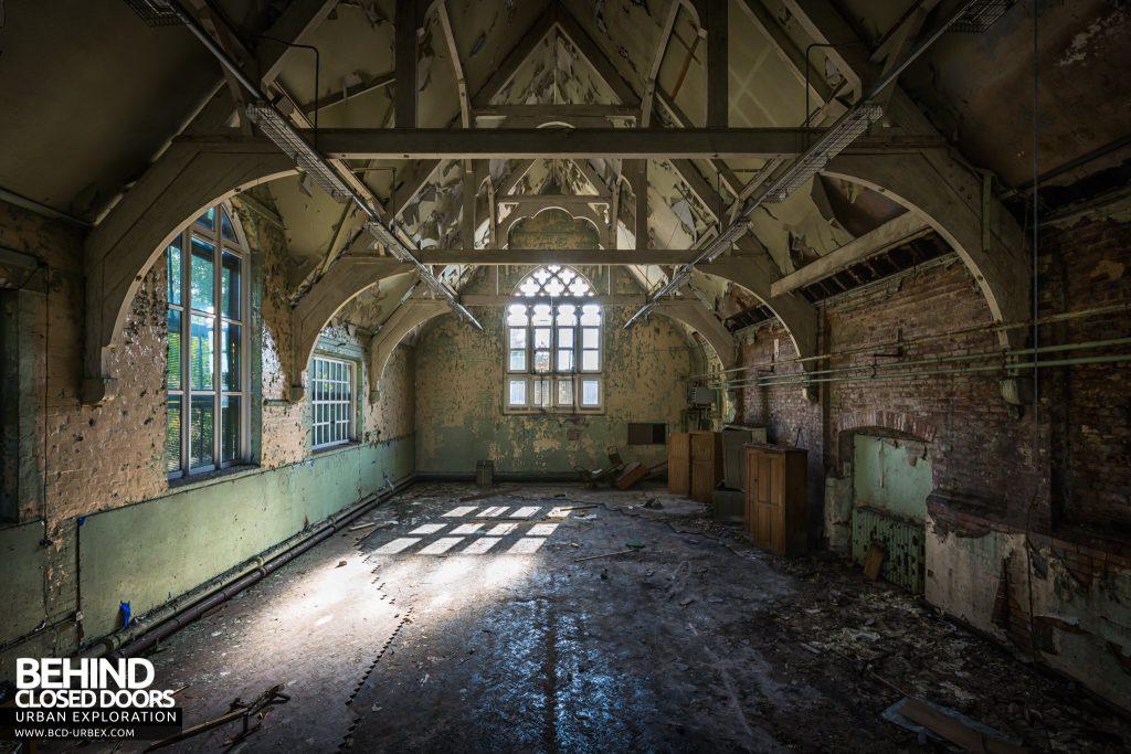 St John the Baptist School, Wigan - Timber beams in the school hall