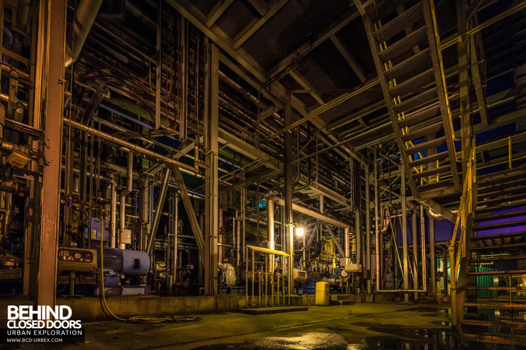Derwent Power Station - Most of the plant was outdoors and had a lot of pipes