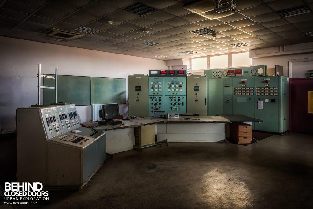 Spondon H Control Room - Panels and control desks