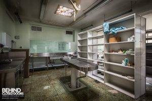Forster Green Mortuary, Belfast - Morgue with shelves between slabs
